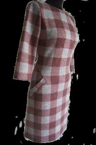 dzianinowa sukienka w kratke